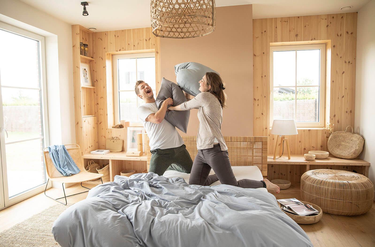 Le lit complet Ilobed est tellement robuste qu'il vous permet de faire des batailles d'oreillers !