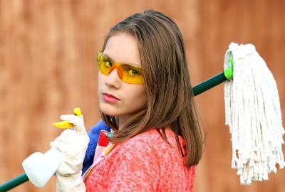 Comment nettoyer son matelas : une méthode efficace et naturelle pour retirer les tâches